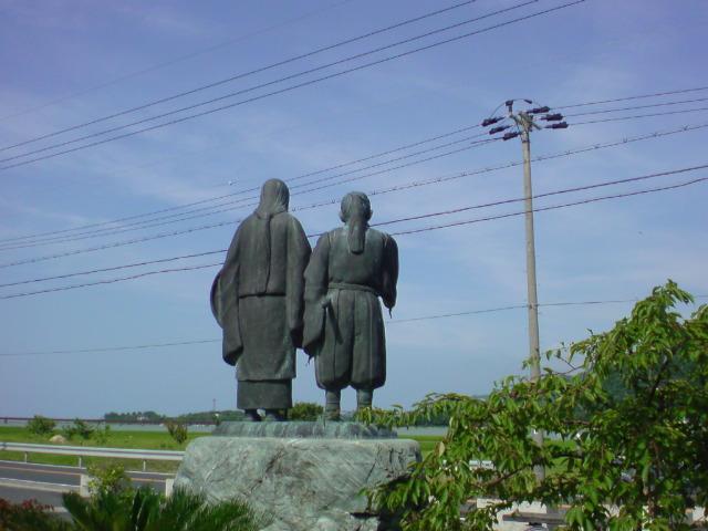 かなたこなたと旅歩き、丹後の国、由良の港に着きにけり♪